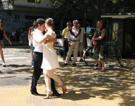 Tango dancers in San Telmo El Bandoneón: Heart of this Argentine Tango Tango in the pub San Telmo 2 1